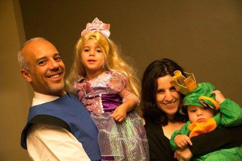 Mo Elleithee's family photo.