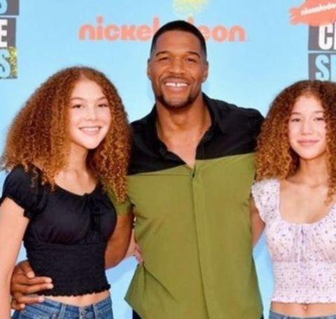 Sophia Strahan with her father and sister in the Kids Choice Sports Awards 2019.