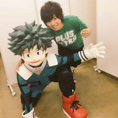 Daiki Yamashita posing besides his My Hero Academia character Izuku Midoriya.