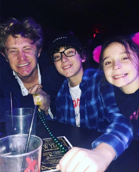 Jason Nash and his kids hanging out.